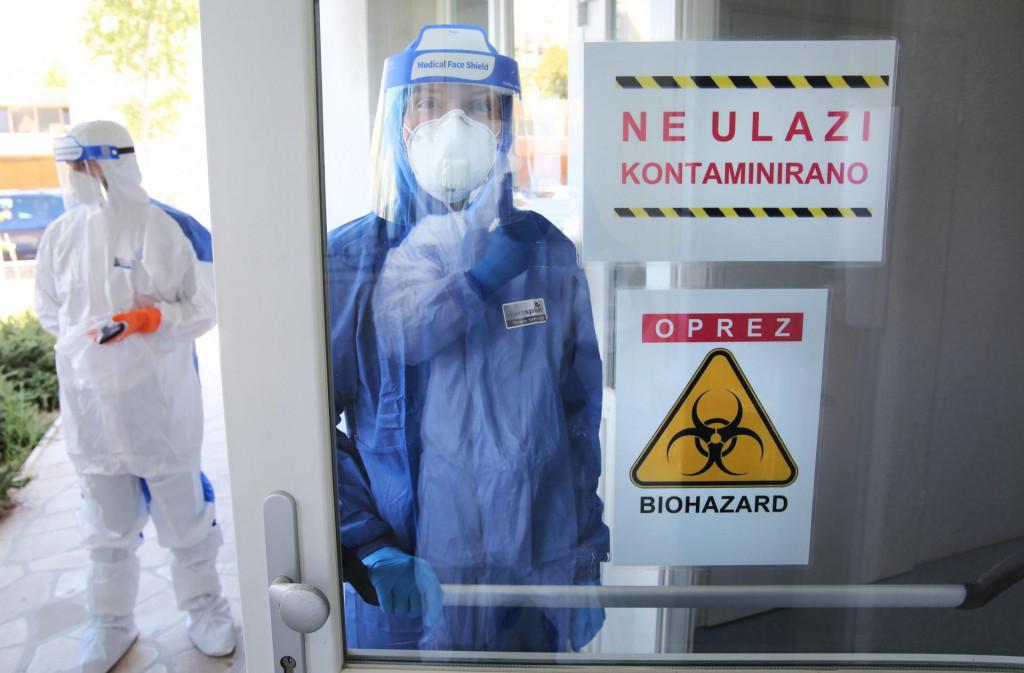 Split, 250820<br /> COVID odjel na infektologiji bolnice Krizine.<br /> Medicinske sestre pokazuju postupak ponasanja od samog ulaza do izlaza sa odjela.<br /> Na fotografiji: medicinska sestra Mihaela Pfeifer<br />
