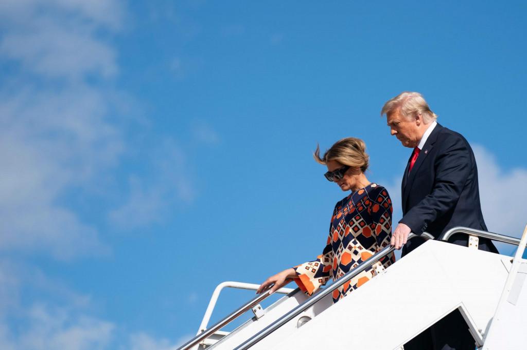 Onog trena kad je bivša prva dama sa suprugom zrakoplovom Air Force One sletjela na Floridu nastao je show na društvenim mrežama