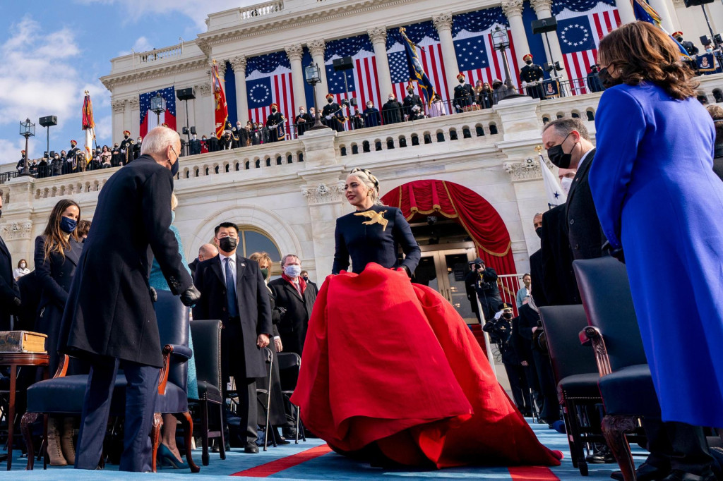 US singer Lady Gaga (C) arrives to perform the National Anthem as President-elect Joe Biden (L) and Vice President-elect Kamala Harris (R) watch during the 59th Presidential Inauguration on January 20, 2021, at the US Capitol in Washington, DC. (Photo by Andrew Harnik/POOL/AFP)