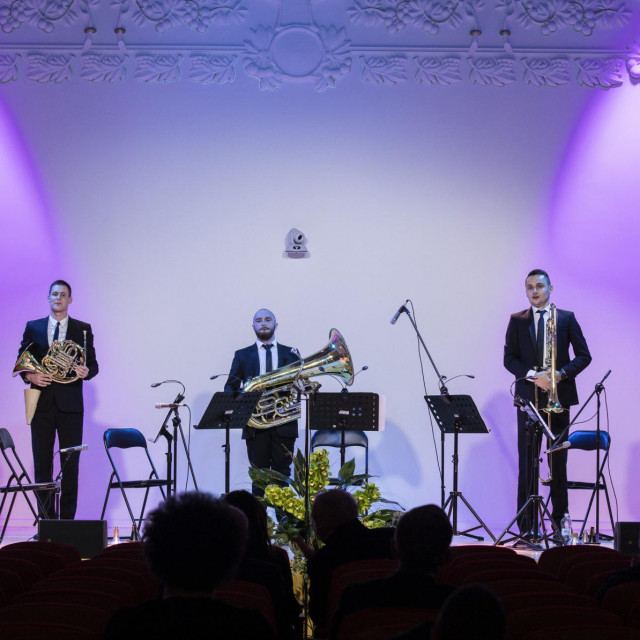 Zagreb Brass Quintet čine Peter First, Alen Vađunec, trube, Ante Medvidović rog, Mate Đuzel, trombon i Mihael Hrgar, tuba