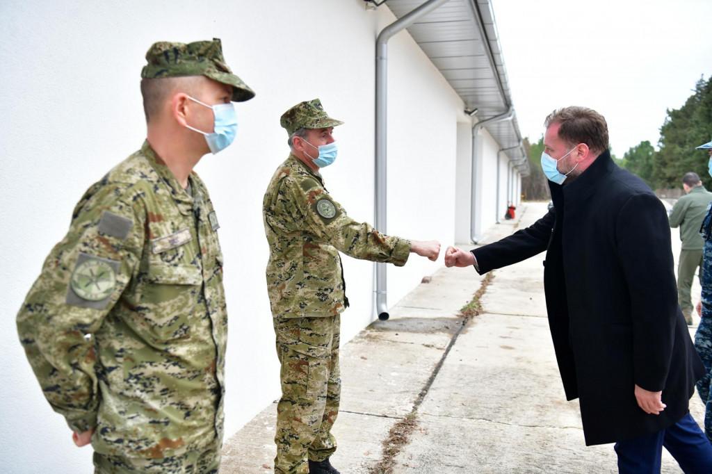 Ministar obrane se zahvalio pripadnicima Hrvatskog ratnog zrakoplovstva na doprinosu i predanom radu tijekom 2020. godine  