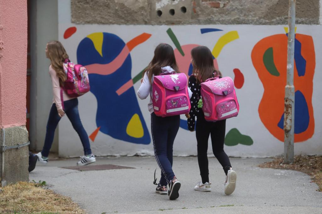 Djeca od prvog do četvrtog razreda ponovo su krenula u školu.<br />