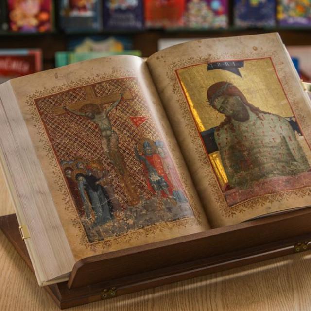 Cijena luksuznog izdanja sa 480 inicijala i šest minijatura, uglavnom pozlaćenih, je 19.992 kune, a naklada je ograničena na 150 primjeraka te neće biti ponovljena<br />