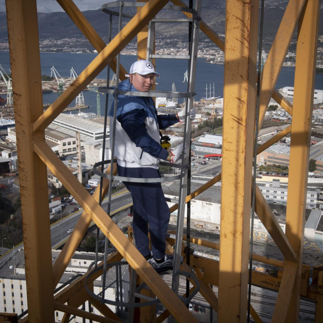 Anjin Kopjar, po zanimanju kranist, posljednje dvije godine radi na izgradnji naviše zgrade u Hrvatskoj, splitskog Dalmatia Towera na Kopilici