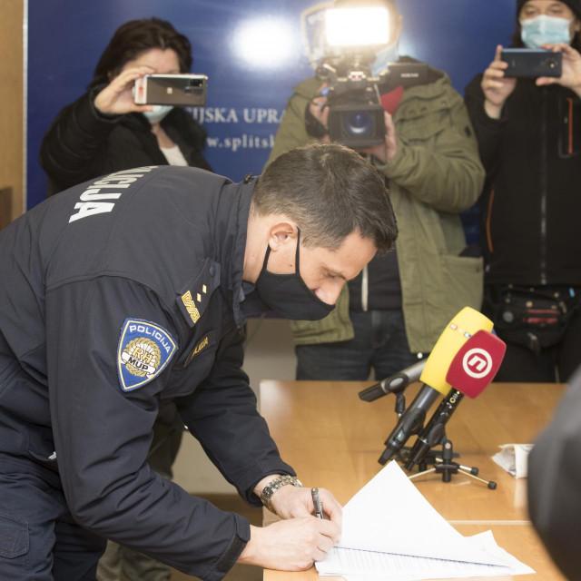Matko Klarić potpisuje presudu disciplinskog postupka