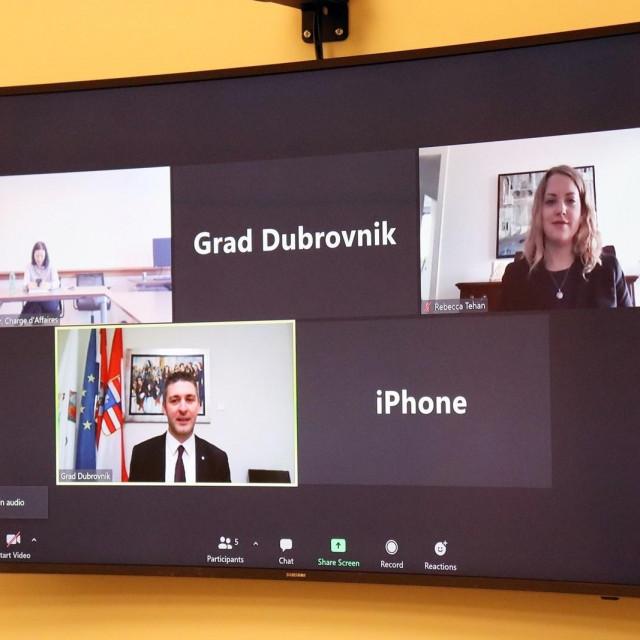 Gradonačelnik Grada Dubrovnika Mato Franković održao je danas sastanak video vezom sa zamjenicom veleposlanika Sjedinjenih Američkih Država u Republici Hrvatskoj Victoriom J. Taylor