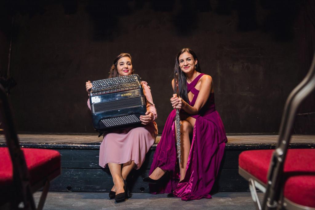 Harmonikašica Martina Jembrišak i flautistica Andrea Jelavić, duo Artina, nazvan po nenaseljenom otoku kod Pakoštana<br />