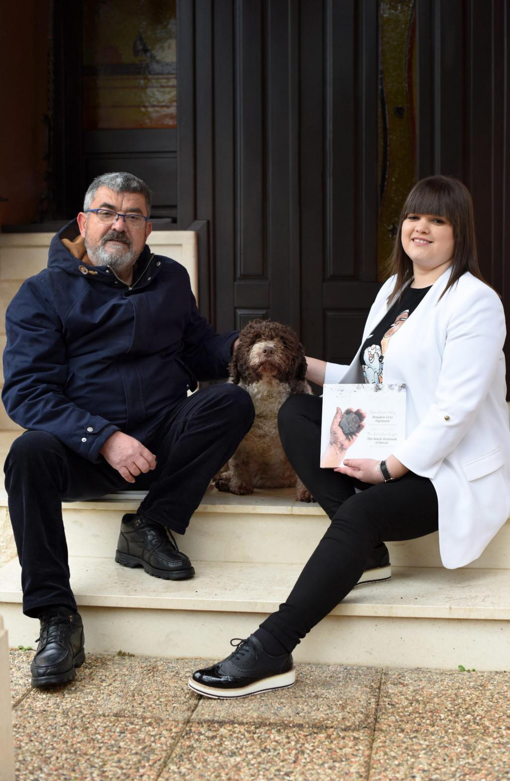 Ivica i Iva Matak s psom tartufarom vrste Lagotto romagnolo<br />