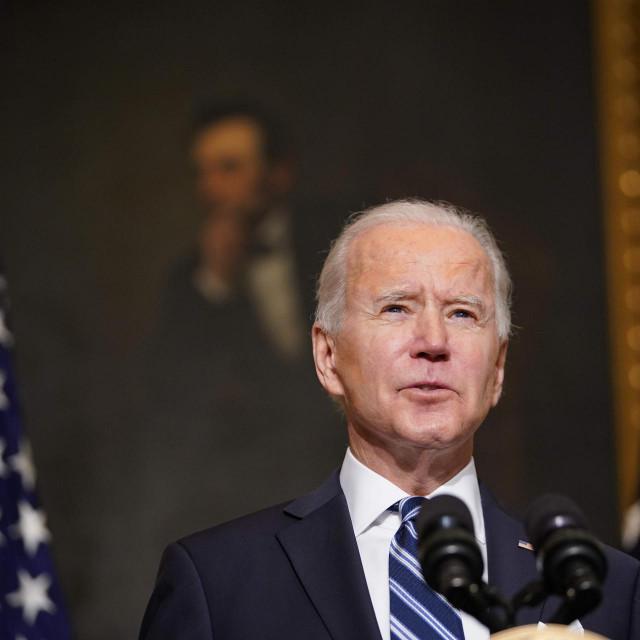Predsjednik Biden kazao je kako će se na ovaj način novac poreznih obveznika iskoristiti za obnovu SAD-a<br />