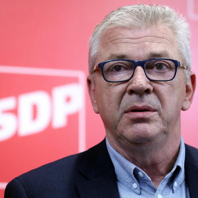 Zagreb, 110820.<br /> Iblerov trg,sredisnjica SDP-a<br /> Ranko Ostojic predsjednik SDP-a Splitsko-dalmatinske zupanije govorio je o reformama u policiji.<br /> Na fotografiji; Ranko Ostojic.<br />