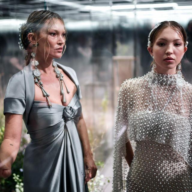 Kate Moss i njezina kćerka Lila Grace Moss na reviji modne kuće Fendi