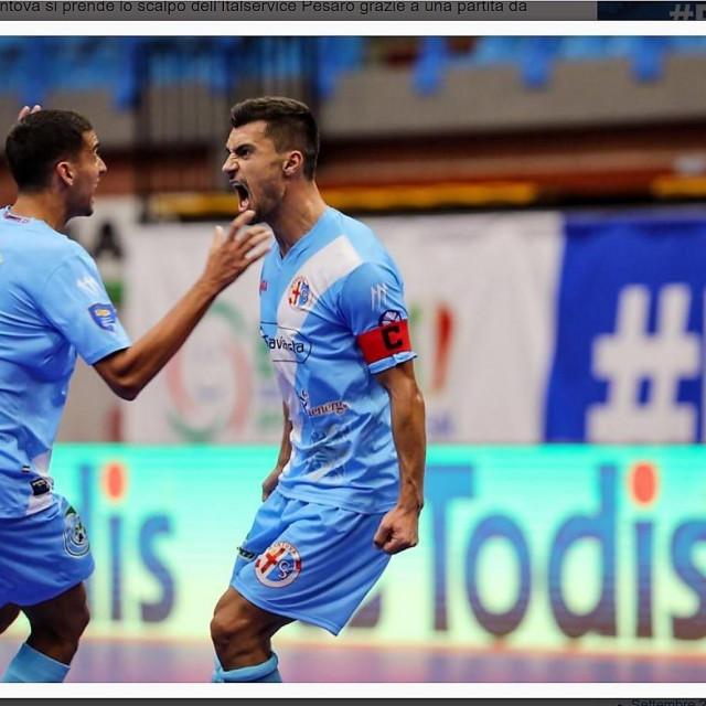 Marko Kuraja i Ante Daničić slave u dresu Mantove, talijanskog prvoligaša pobjedu u Pesaru foto: divisionecalcioa5.it