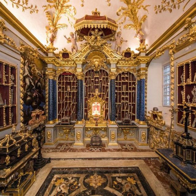 """Predavanje """"Barokno uređenje Moćnika dubrovačke katedrale"""" dr. Premerla"""