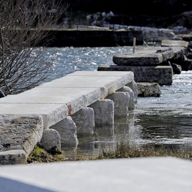Pločasti most u Civljanima