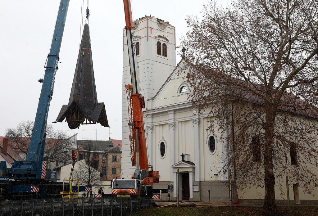 Čak je i sisačka katedrala, kako simbolički, ostala bez tornja, oštećenog u potresu