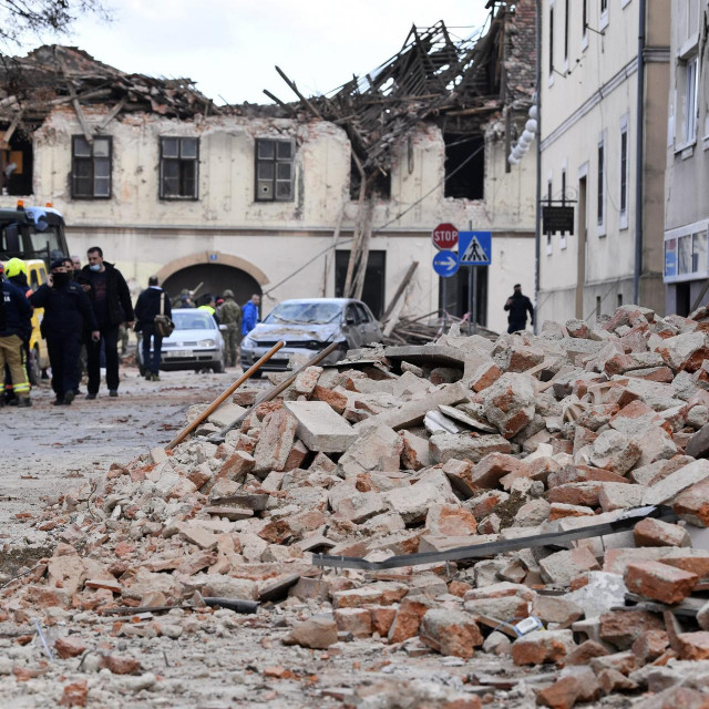 - 2021. U FOTOGRAFIJAMA CROPIX-A -<br /> <br /> Petrinja, 291220.<br /> Potres jacine 6.3 pogodio je Petrinju, osjetio se u vecini zemlje.<br /> Na fotografiji: ulice nakon potresa.<br />