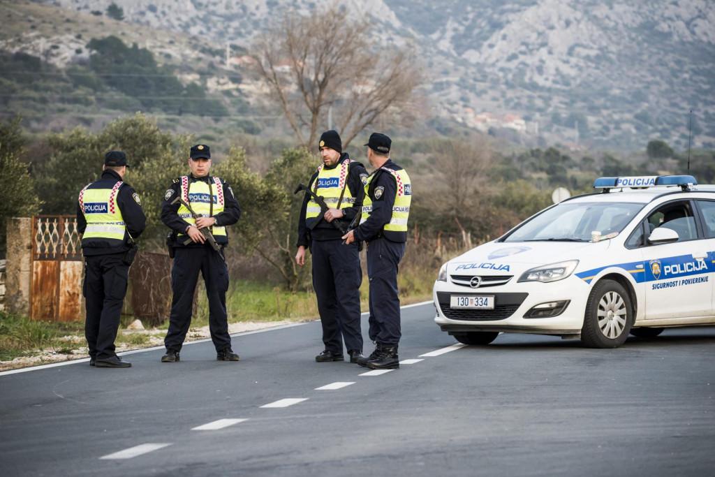 Policija postavila blokade na prometnicama