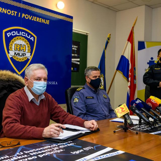 <br /> Konferencija za medije o ubojstvima u Šibeniku i Vodicama, na konferenciji su govorili načelnik Policijske uprave Ivica Kostanić i šef krim policije Zdravko Sedlar<br />