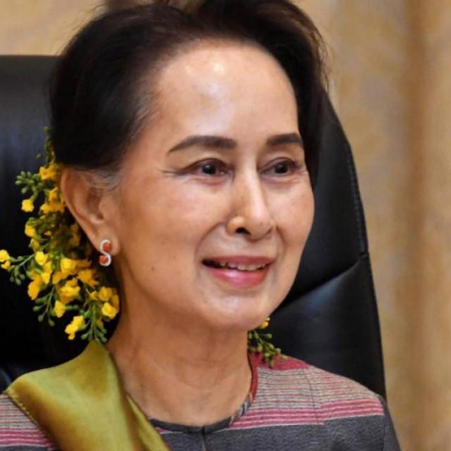 Aung San Suu Kyi, arhivska fotografija