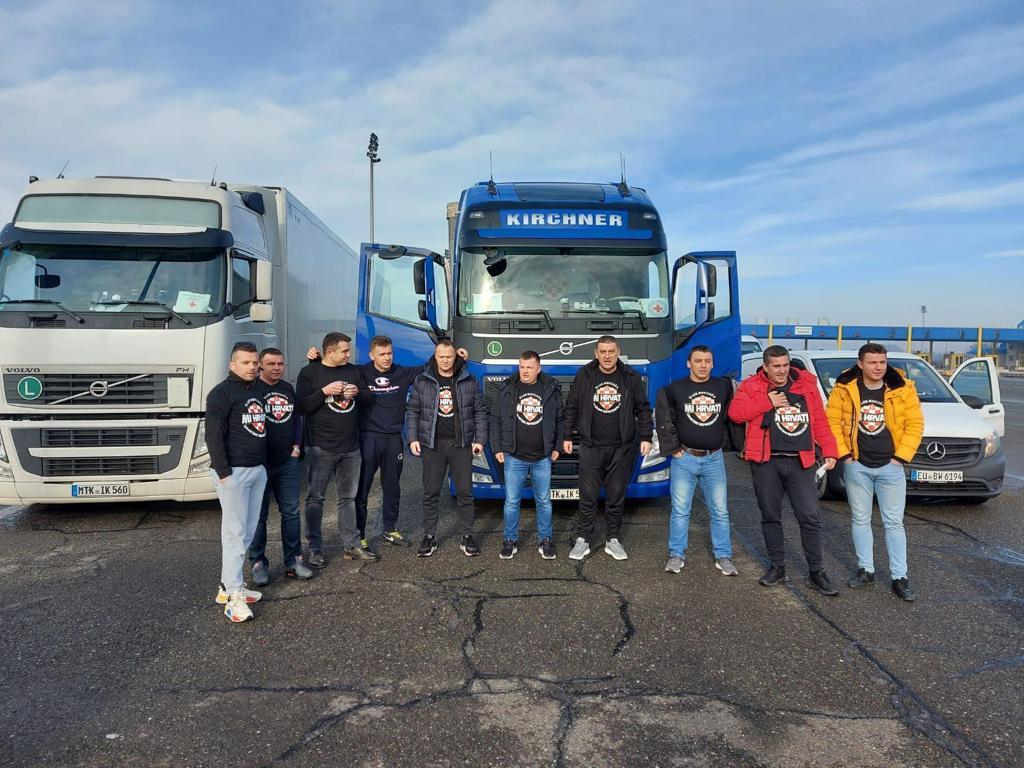 I članovi navijačkog kluba 'Mi Hrvati' iz Frankfurta pridružili su se velikom lancu dobrote
