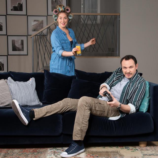 U seriji njegovu vrckastu suprugu glumi Hristina Popović<br /> RTL PRESS
