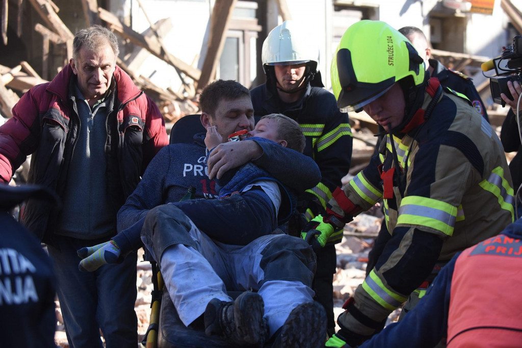 Na fotografiji: Petrinja, 29.12.20. - Spašavanje ozlijeđenih nakon potresa jačine 6.3 koji je pogodio Petrinju, a osjetio se u većini zemlje.