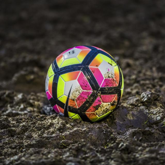 Split, 050317.<br /> Stadion u Parku mladezi.<br /> Ilustracija nogometna lopta u blatu.<br /> Za arhivu.<br />