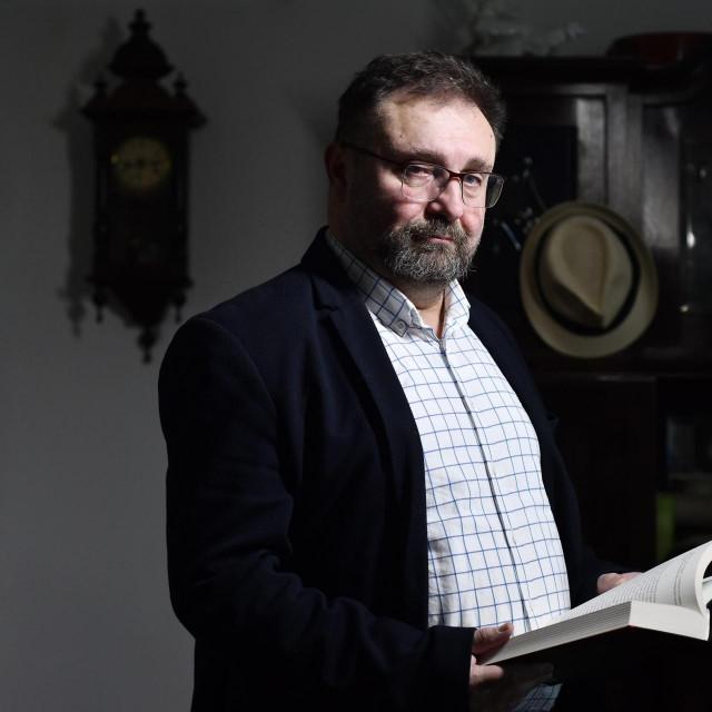 Zoran Ferić: Radim na romanu za koji nisam siguran hoću li ga objaviti ili ne. Radni naslov je 'Ljubavnica'