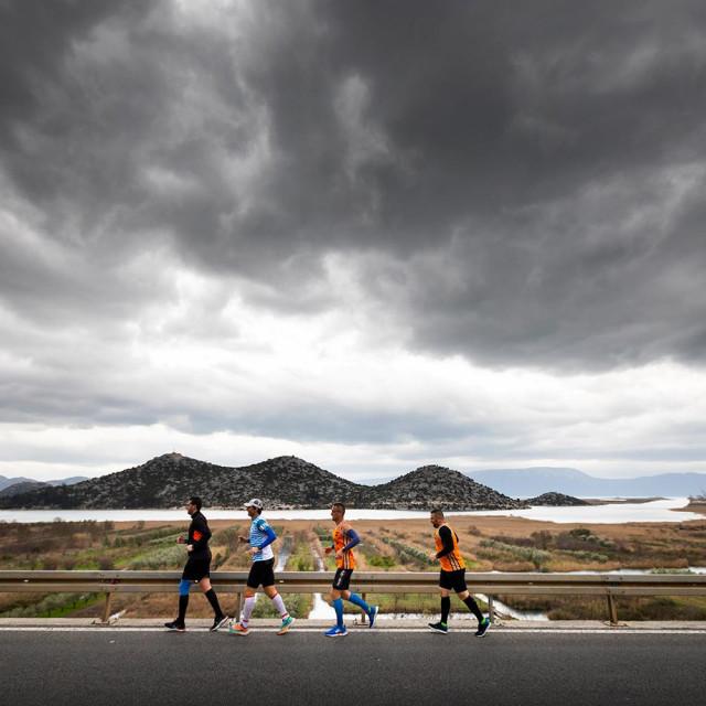 Triatlonci iz Šibenika trčali s maratoncem Kristijanom Sindikom