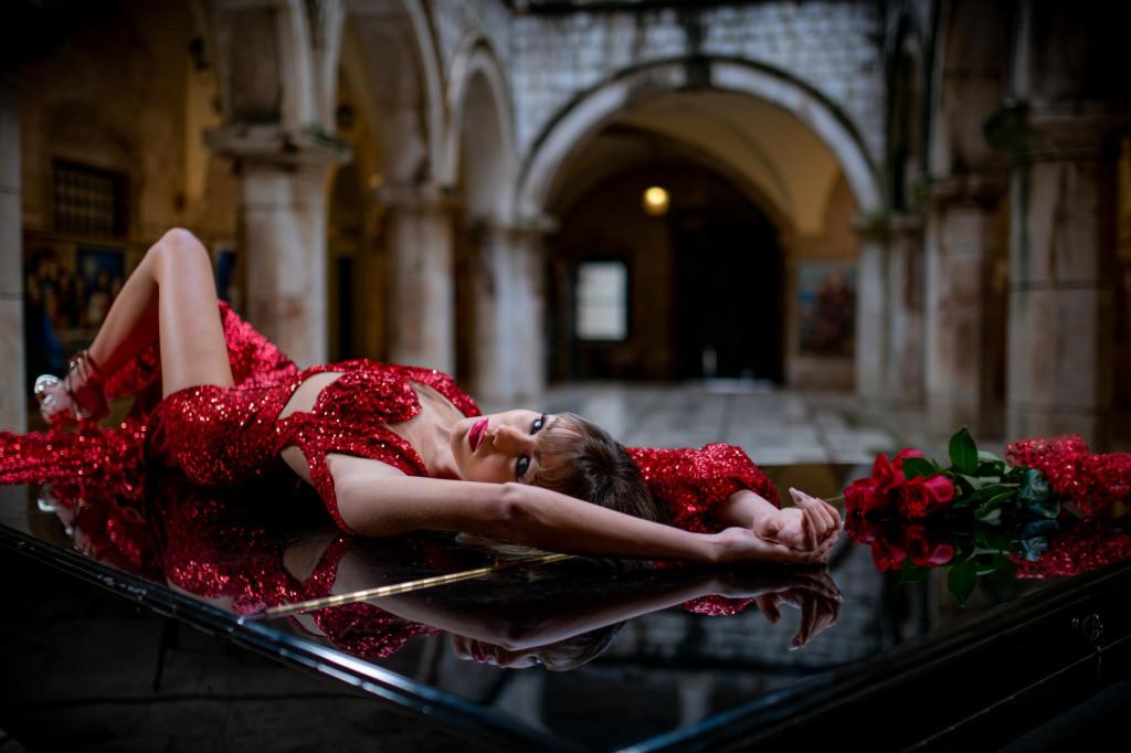 Valentinovo u kreacijama modne dizajnerice Džemile Dilberović