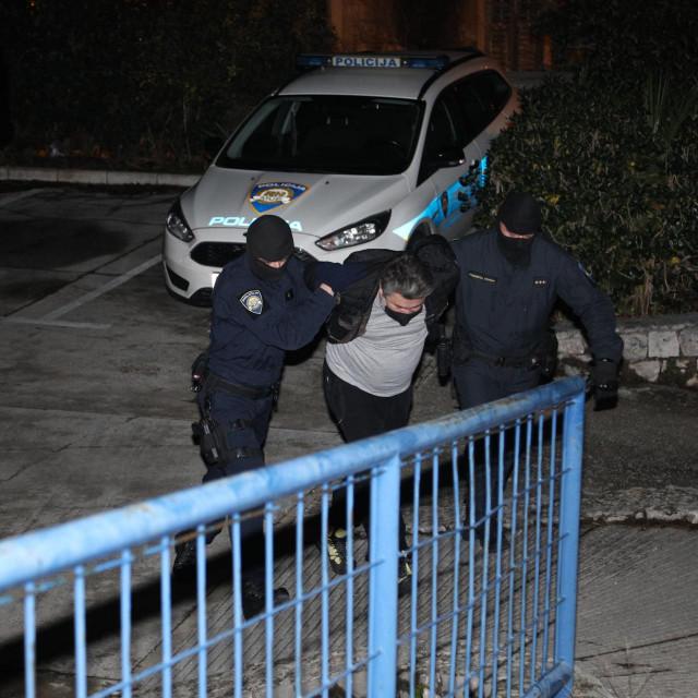 Privođenje u slučaju ilegalne preprodaje droge u kojoj su uhićene osobe iz Metkovića i Opuzena