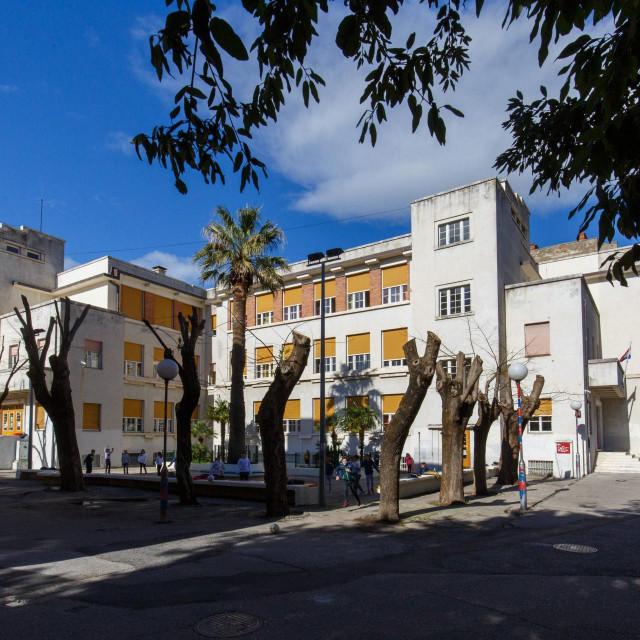 Osnovna škola 'Dobri', najznačajniji i jedini sačuvani Kodlov splitski projekt<br />