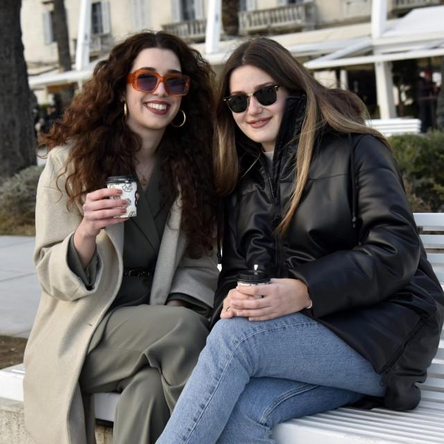 Sara (lijevo, 20) i Nina (22)<br />