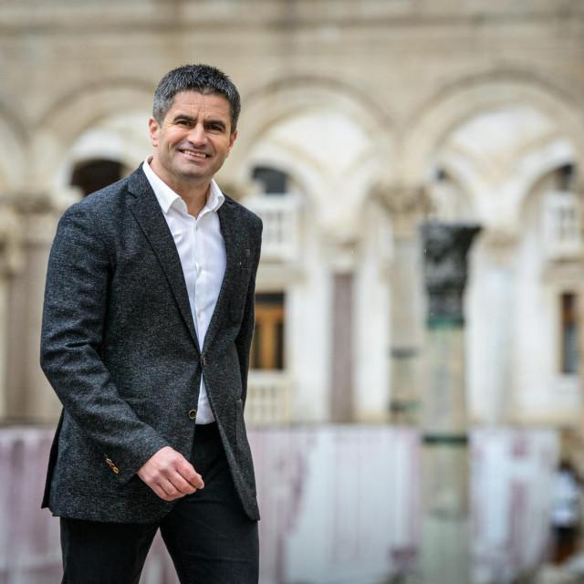 Vice Mihanović, kandidat HDZ-a za gradonačelnika Splita, pozira u centru grada