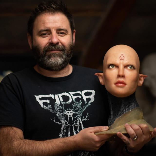 SPECIJAL: SD<br /> Jasenice, Zadar, 120221<br /> Michael White je profesionalni modelar za SF filmove koji je iz Engleske dosao zivjeti sa supruom Hrvaticom u Jasenice kraj Zadra.<br />