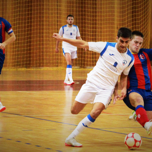 Hrvoje Cvjetković i Antonio Konsuo, dubrovački 'crveno plavi' protiv Osijek Kelmea u Gospinom polju foto: Tonči Vlašić