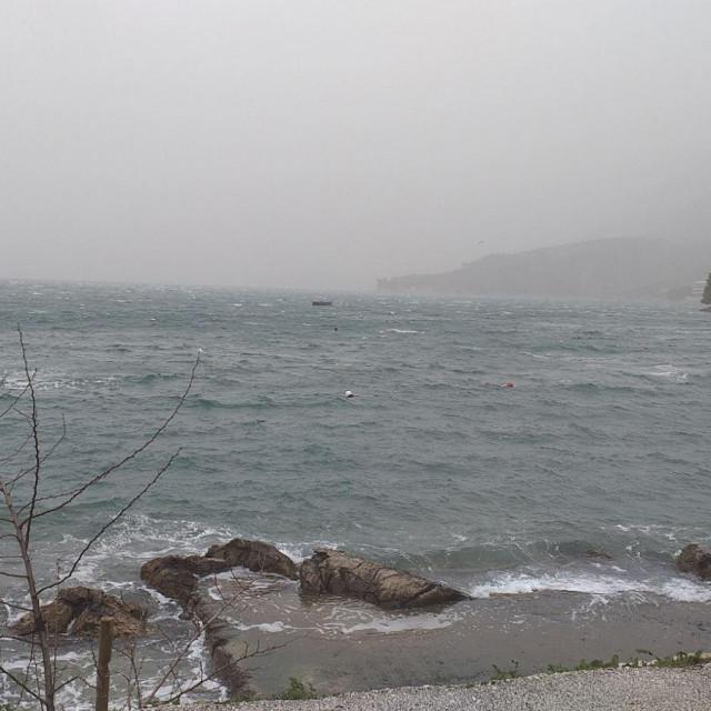Zima je dobro stegla Konavle, uzburkalo se more