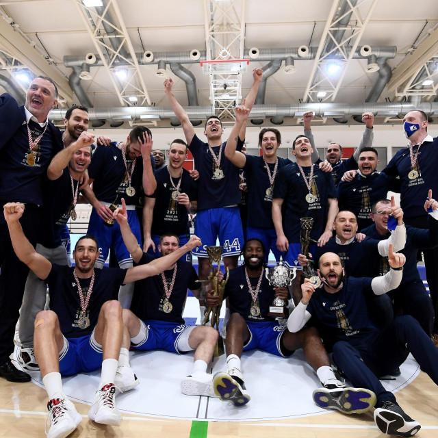 Omis, 130221.<br /> Sportska dvorana Ribnjak.<br /> Finalna utakmica Kupa Kresimir Cosic,<br /> KK Split - KK Zadar.<br /> Na fotografiji: slavlje Zadra, pobjednika Kupa Kresimir Cosic.<br />