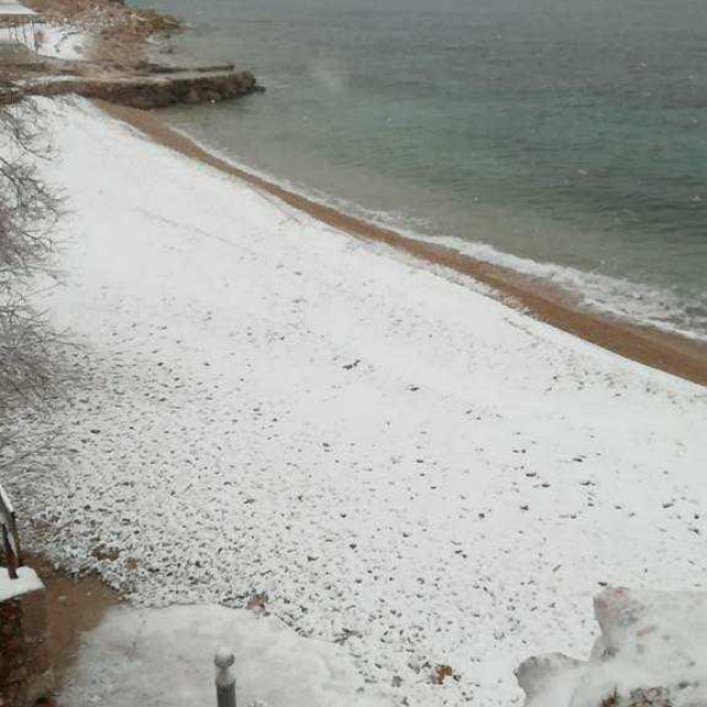 Snijeg u Zavali na Hvaru