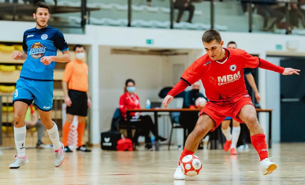 Dubrovčanin u dresu Alumnus Sesveta - 22-godišnji Matej Perović (crveni dres) foto: Vedran Tolić/Alumnus Sesvete