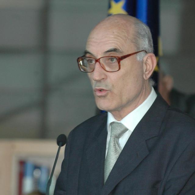 Dr. sc. Josip Stipanov, od Dugog otoka do središnje nacionalne knjižnice<br /> <br />