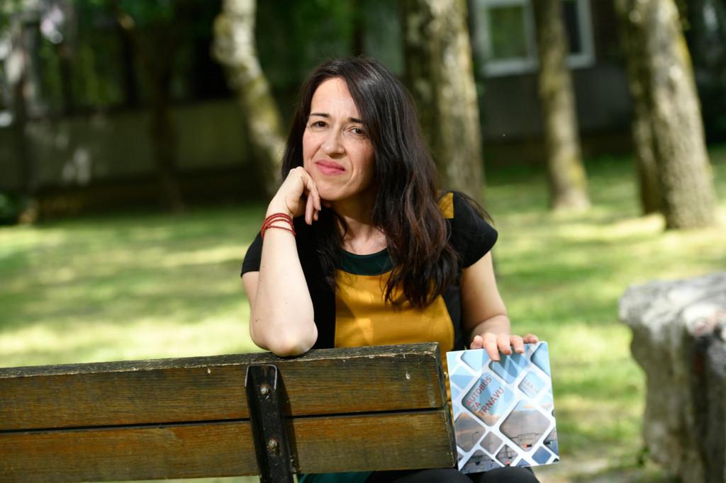 Sanja Baković: Kada pred susjednom zgradom u automobilu leži mrtva djevojka s 88 uboda nožem, napišete pjesmu iz nemoći