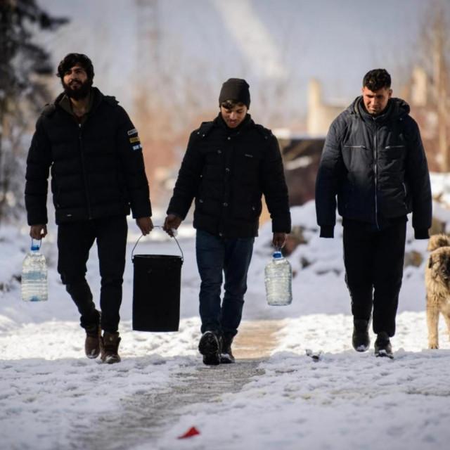 Migranti u BiH - samo su im još domaći prevaranti trebali...