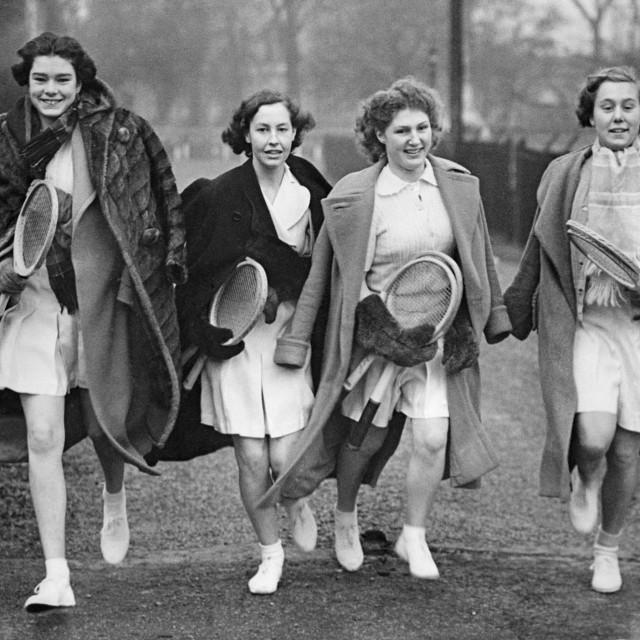 Djevojke snimljene u londonskom parku davne 1938. godine svjedoče koliko je kretanje povezano s osmijehom