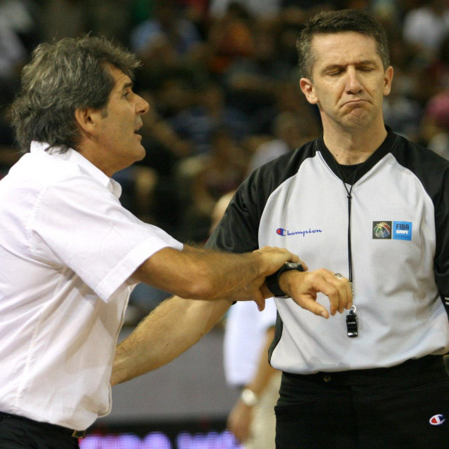 Prvi put na Eurobasketu Sreten Radović je sudio 2007. u Španjolskoj - pored njega francuski izbornik Claud Bergaud u Madridu foto: Tonči Vlašić
