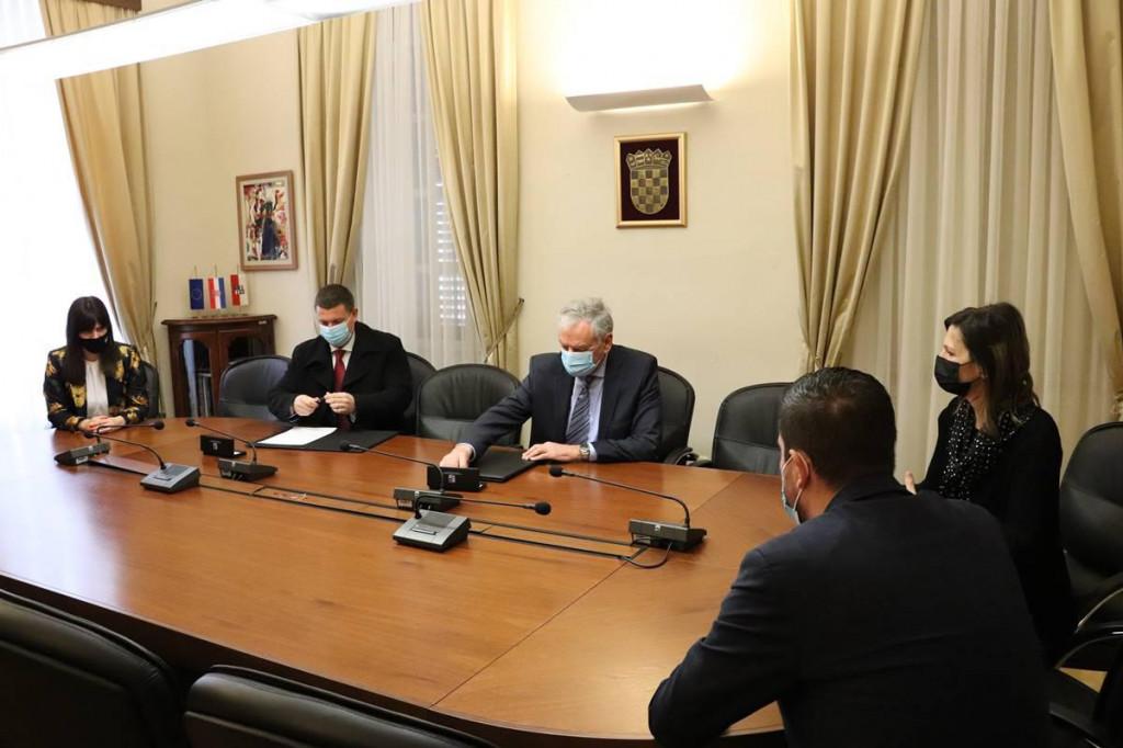 Župan Dobroslavić i ravnatelj Zavoda Lulić potpisali ugovor o financiranju nadstandarda prekovremenih sati za liječnike Zavoda za hitnu medicinu