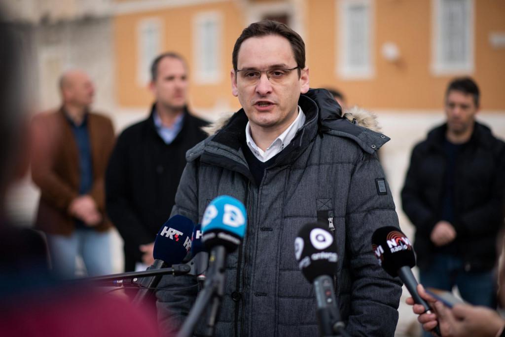 Zadar, 160221.<br /> Danas je na konferenciji za novinare na Forumu Marko Vucetic predstavljen kao neovisni gradonacelnicki kandidat na nadolazecim lokalnim izborima s podrskom SDP-a i Akcije mladih.<br /> Na fotografiji: Marko Vucetic.<br />