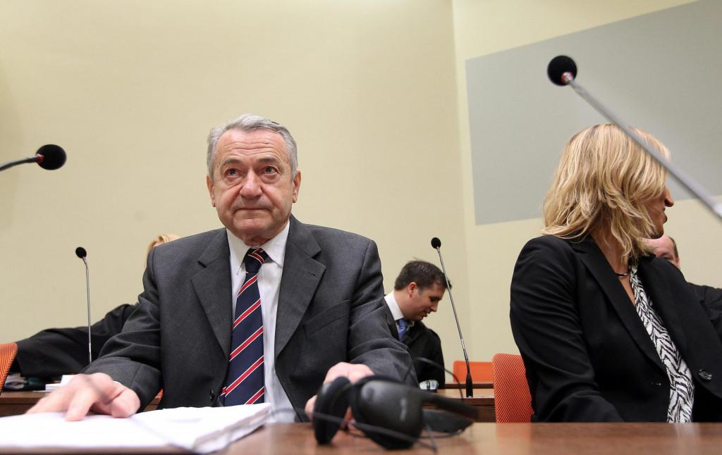 Fotografija sa suđenja Mustaču i Perkoviću
