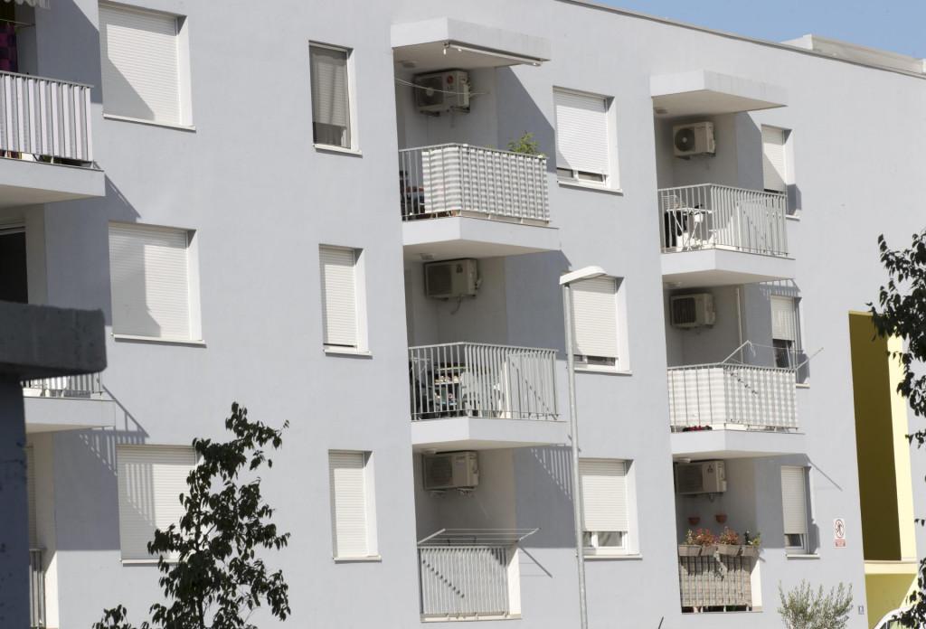 Split,251019<br /> Posovi stanovi u gradskom kotaru Kila navodno se iznajmljuju podstanarima i stranim turistima.<br /> Na fotografiji: posovi stanovi na Kili.<br />