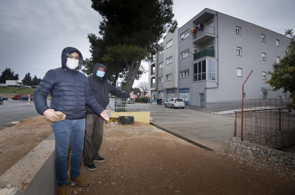 Prilikom rekonstrukcije kolnika stanari zgrade na adresi Vukovarska 199 ostali su uskraćeni za adekvatni kolnički pristup svojoj zgradi te se sada bore s gradskom birokracijom<br />